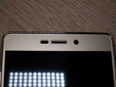 Прилегание закалённого стекла для Xiaomi Redmi 3S в верхней части