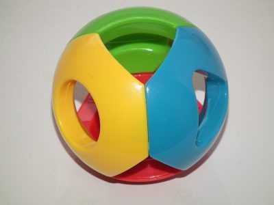 Пластиковая погремушка шар из Китая