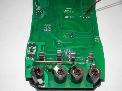Плата версии 2.1 мультиметра HoldPeak HP-890CN - область предохранителей