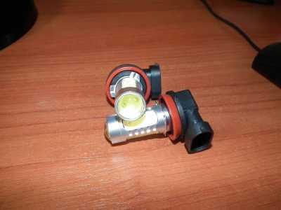Светодиодная лампочка H11 с линзой