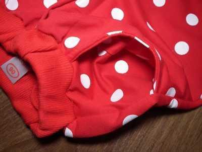 Кармашки на детском костюме с Минни Маус